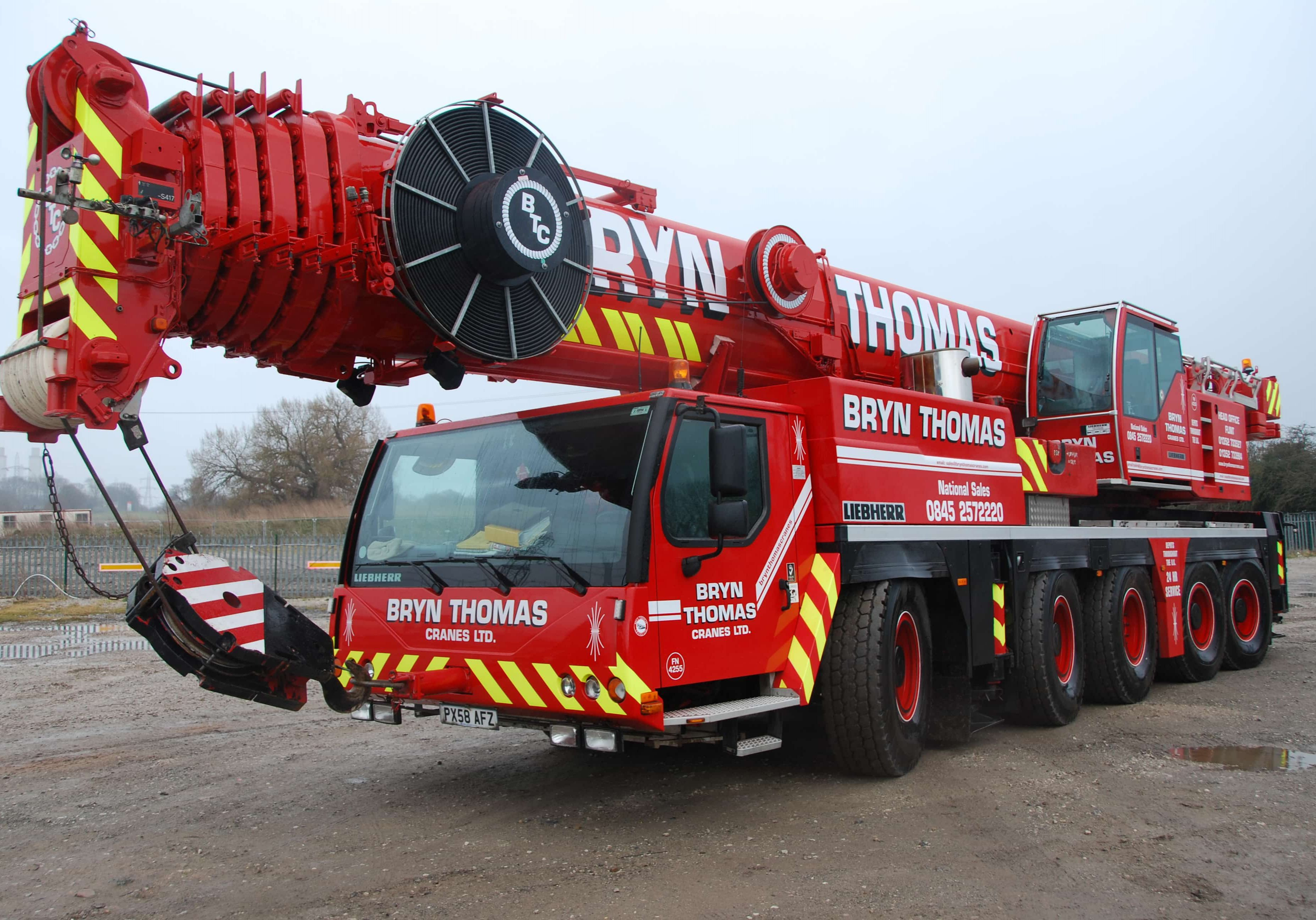 our-fleet-page-heavy-cranes-pic-min